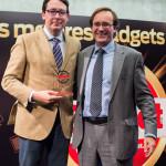 Albert Sanz, Communication Senior Manager de Panasonic, recibe el Premio Gadget en la categoría de TV (Panasonic Smart Viera 4K Ultra HD TV) de manos de Ángel-Luís Fernández Palacios, Director Comercial